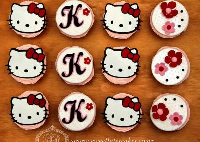 Cupcakes with 2D hello kitty toppers