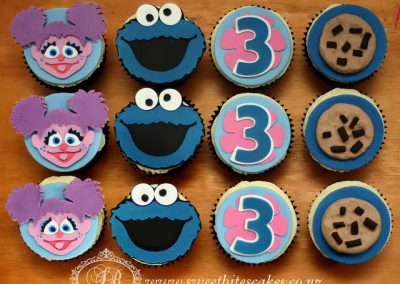Cupcakes with 2D cookie monster and Abby toppers