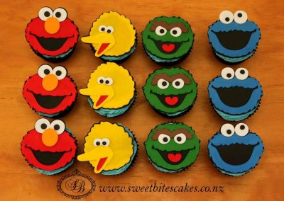 Cupcakes with 2D Sesame street cupcake toppers
