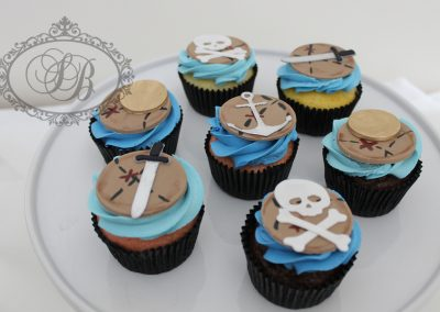 Pirate map cupcakes with 2D details