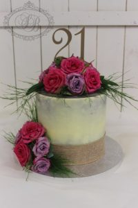 1 tier white chocolate ganache cake with roses and hessian