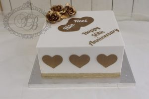 1 tier square cake with gold hearts and flowers