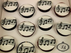 Musical note fondant topped cupcakes