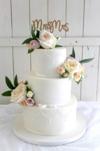 Classic pearl piping wedding cake