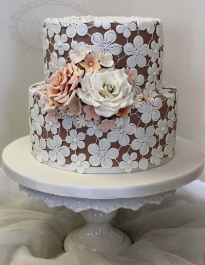 Flower sugar lace wedding cake