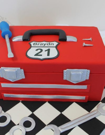 3D toolbox cake