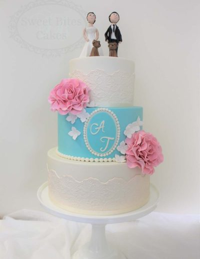 Blue and white wedding cake with roses