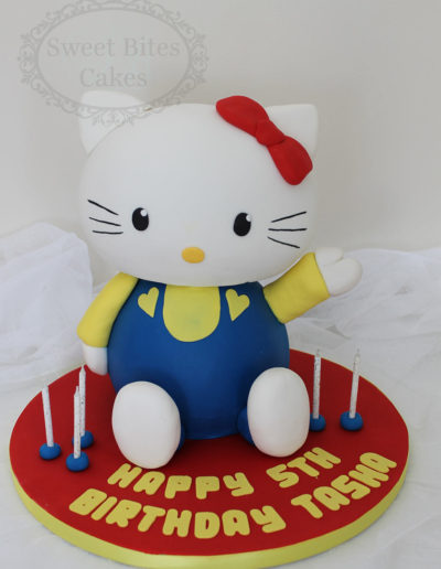 3D Hello Kitty model cake
