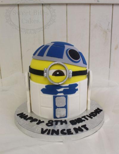 R2D2 Minion cake