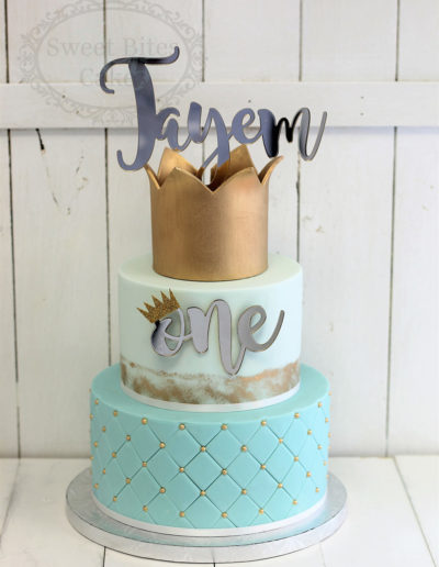 Mint & gold regal crown cake