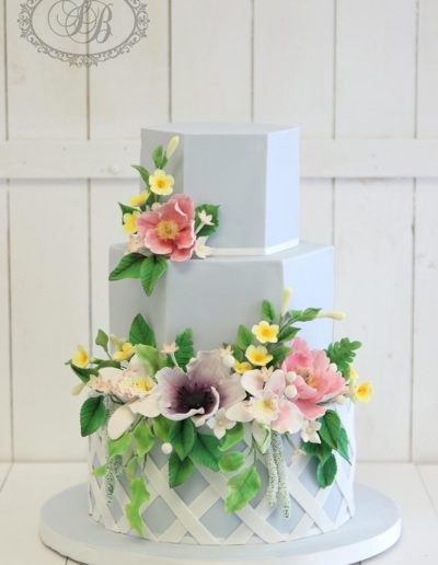 Hexagonal wedding cake with lattice