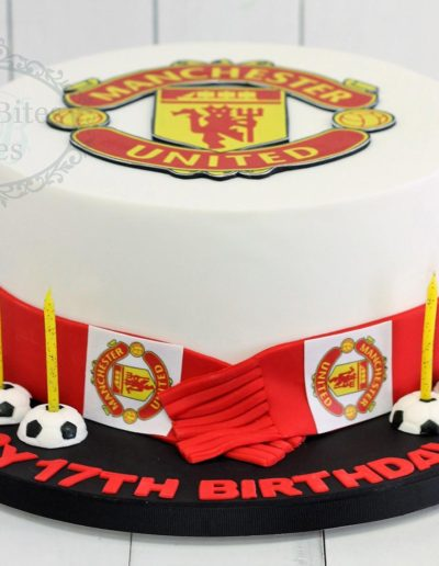 Manchester united scarf cake