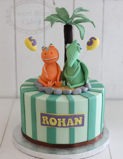 1 tier green stripes dinosaur cake