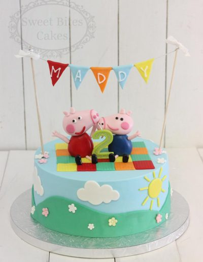 1 tier Peppa Pig cake with bunting