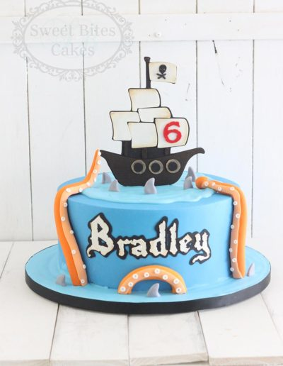 1 tier Pirate ship and tentacles cake