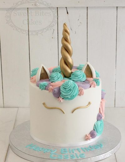 Mint coloured unicorn cake