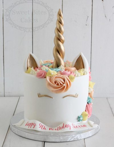 Peach unicorn cake