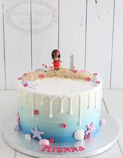 Moana drip cake