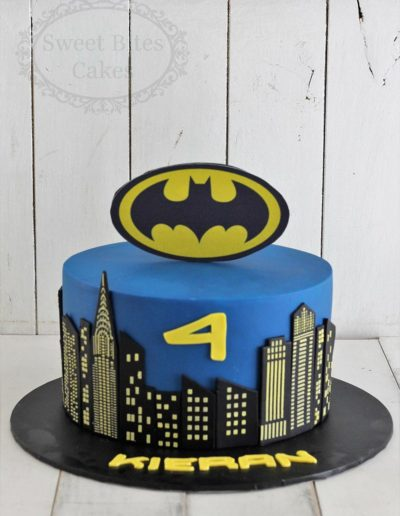 1 tier batman cityscape cake