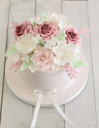 ombre roses wedding cake