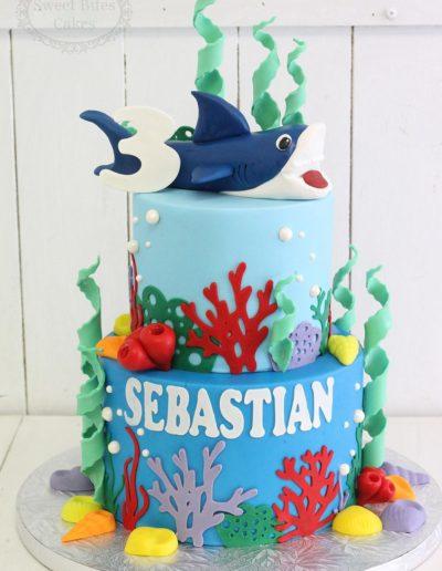 Shark underwater cake
