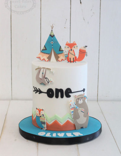 Teepee cake with animals