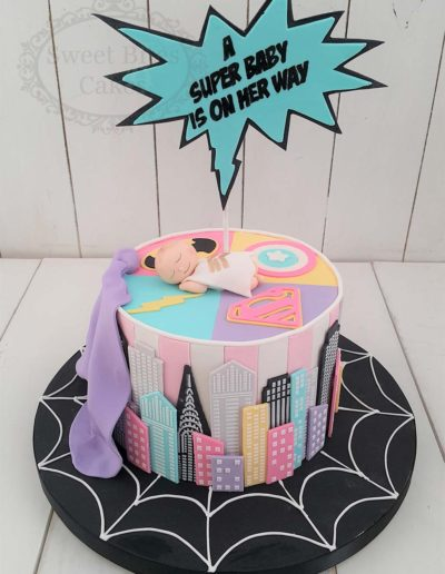Pastel superheros baby shower cake