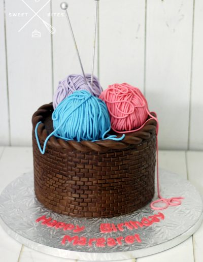 sewing basket knitting needle crochet cake