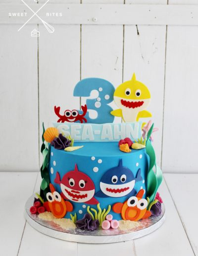 baby shark sea theme cake underwater
