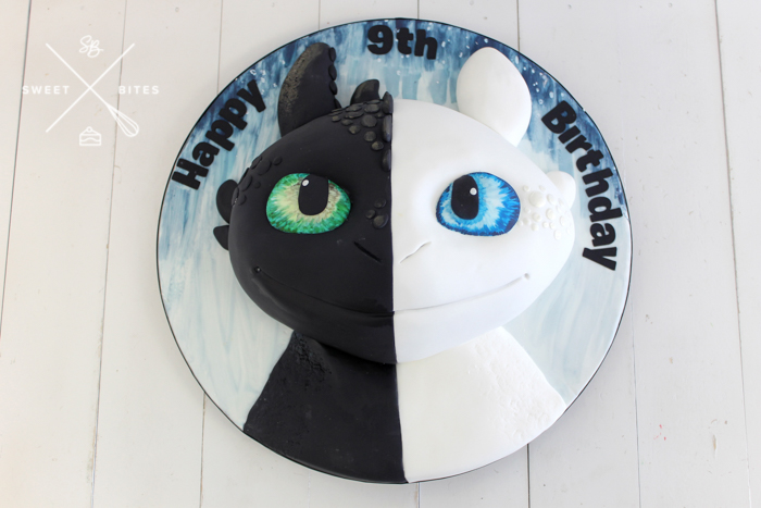 how to train your dragon toothless light fury
