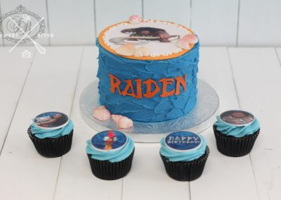 moana maui cake and cupcakes