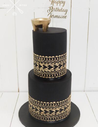 2 tier black cake gold tapa stencil